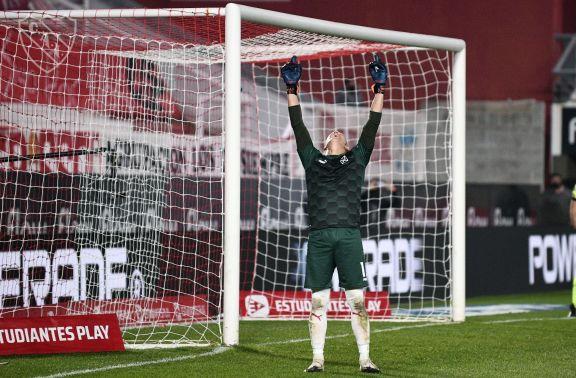 Copa Liga Profesional: Independiente venció a Estudiantes por penales y es el primer semifinalista
