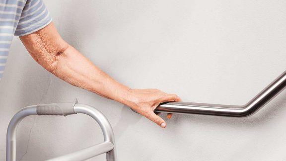 Adulto mayor en casa: cómo adaptar los diferentes espacios