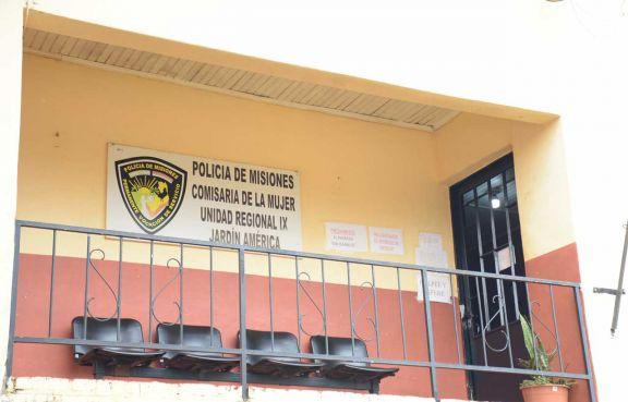 Acusan a docente de abusar de una alumna en Colonia Polana