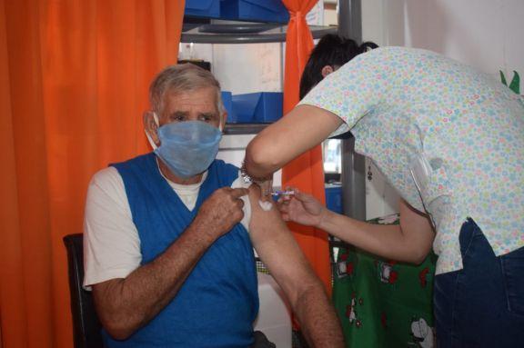 Vacunación anticovid y antigripal en Ruiz de Montoya, Jardín América y Capioví