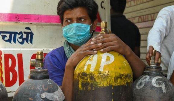 Por primera vez en semanas, India registra menos de 300.000 casos en un día