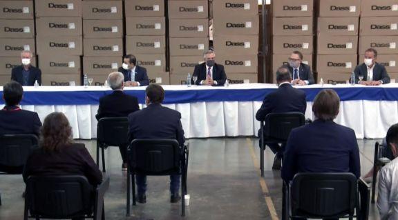 El gobernador anticipó que se inaugurarán plantas en la industria maderera forestal en la zona de Alto Paraná