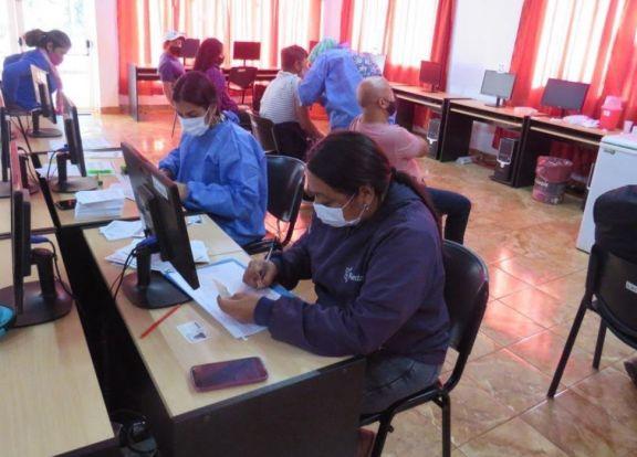 Inmunizan a mayores de 40 de años en Puerto Libertad