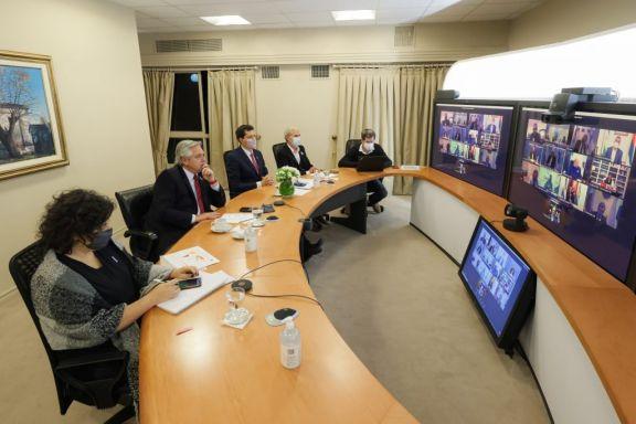 El Presidente mantiene un nuevo encuentro con gobernadores antes de definir las nuevas medidas