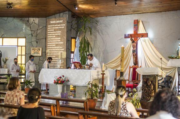 Misas y caravana de autos para celebrar a Santa Rita