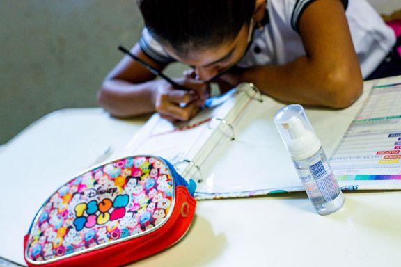 Ya se revinculó el 70% de los chicos que habían perdido contacto con la escuela