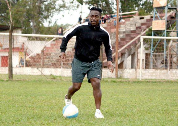 Neto, un futbolista  camerunés en busca de su destino