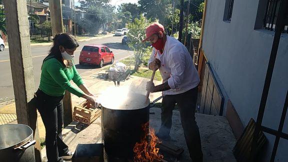 En Posadas no pudo faltar el tradicional locro para celebrar el 25 de mayo