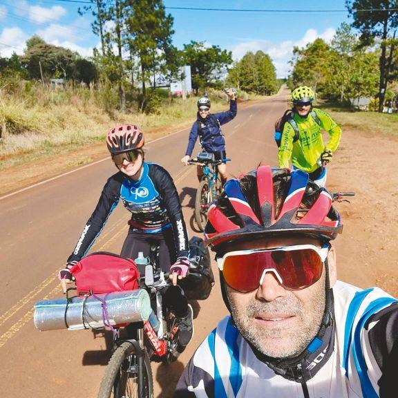 Matrimonio de Montecarlo recorre Misiones en bicicleta
