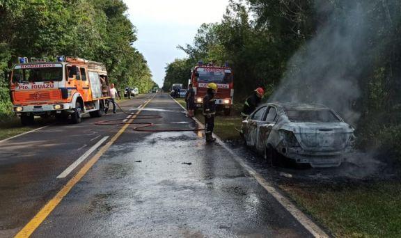 Iguazú: se incendió un vehículo sobre la ruta 12 en cercanías al Ejército Argentino