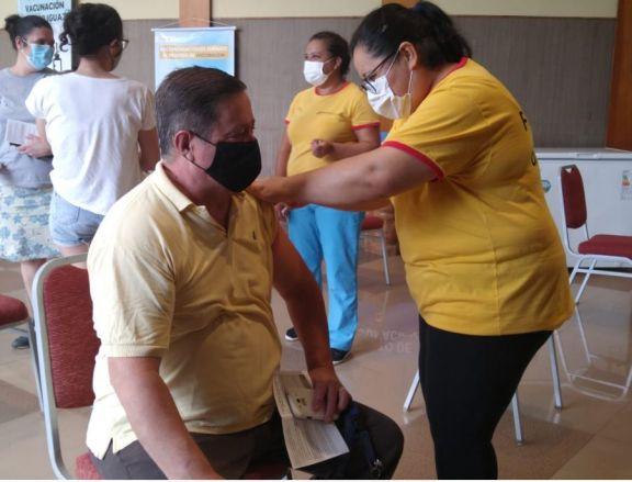 Sin filas se desarrolla el operativo de vacunación anti covid en Iguazú