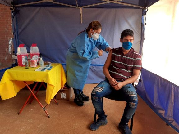 Se vacunó a personal estratégico en Jardín América