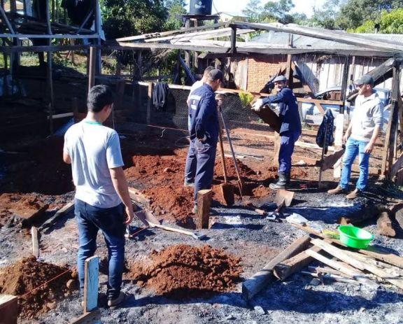 Pozo Azul: construyen una vivienda para una familia que perdió todo en un incendio