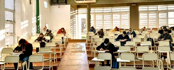 Económicas tomó examen presencial a 500 estudiantes