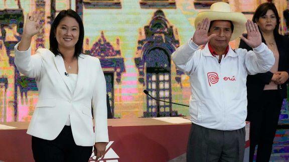 Perú y México definen su futuro en un clima de tensión y violencia