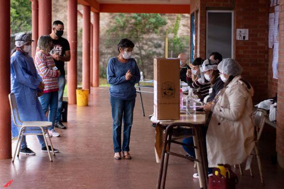 Con poca afluencia de votantes culminaron las elecciones en Eldorado