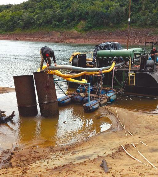 Bajó el río y la producción de agua se redujo al 40 por ciento