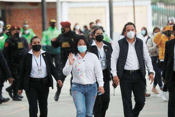 Ajustada definición del  balotaje presidencial en Perú