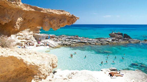 España reabrió sus playas  a los turistas vacunados