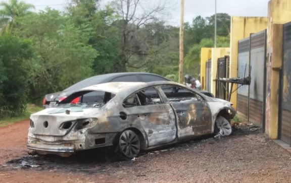 Investigan las circunstancias del incendio de un vehículo