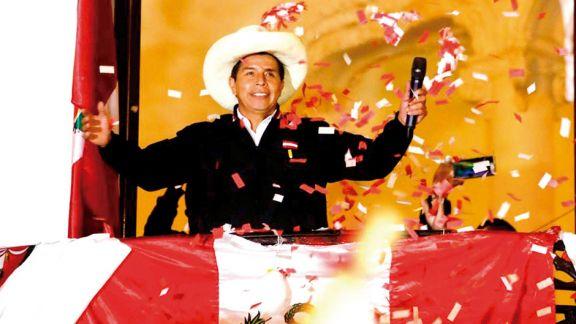 Sin confirmación oficial, Castillo proclamó su victoria en Perú