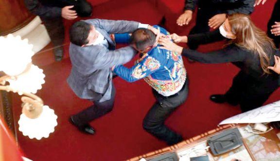 Bolivia: legisladores se agarraron  a las piñas en medio de una sesión