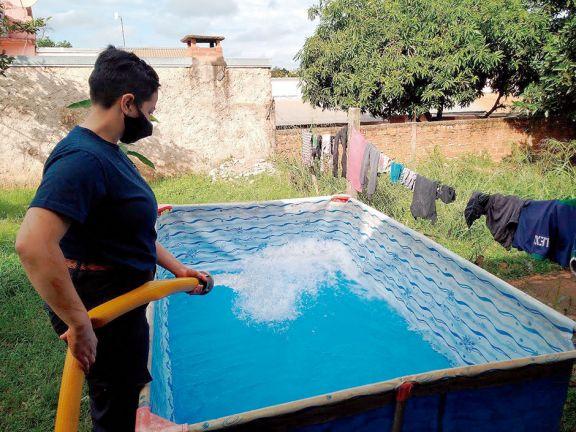 Bomberos de varias comunas llevaron agua a los vecinos de Puerto Iguazú