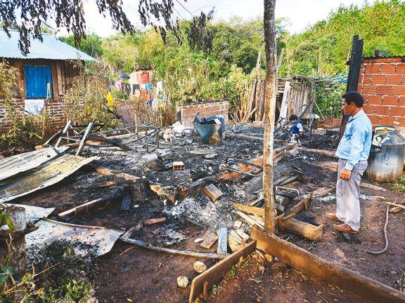 Su pareja le pegó e incendió la casa y un vecino la salvó