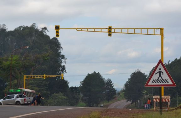 Puerto Rico se suma a los municipios que instalan semáforos sobre la ruta nacional 12
