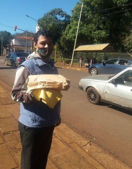 Por la pandemia empezó a vender pan casero y gana más que tarefeando