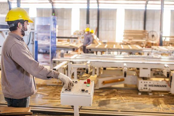 El nivel de actividad económica creció en mayo 13,6% interanual