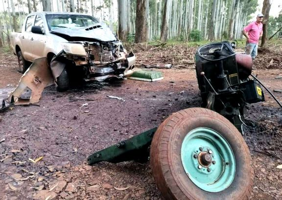 Un herido grave tras choque entre un tractor y una camioneta