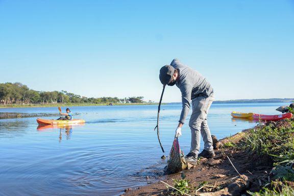 Casi medio centenar de personas limpió el arroyo Antonica