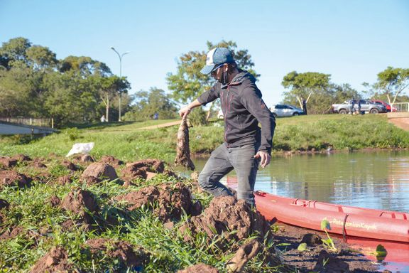 Más de 40 personas limpiaron el arroyo Antonica de Posadas
