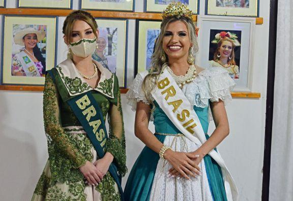 Tres colectividades presentaron a sus reinas el fin de semana