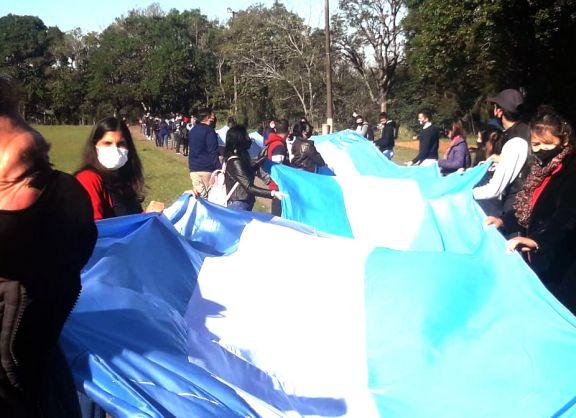 Avanza la construcción de la bandera argentina más larga de Misiones