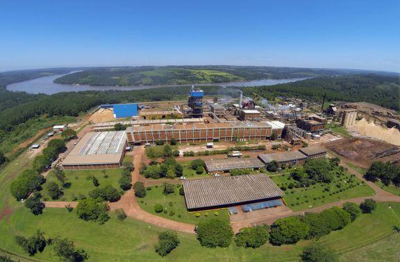 Proyectan inversión millonaria para planta de envases en el complejo de Papel Misionero