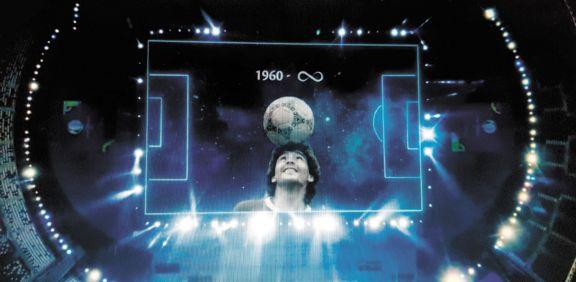 Emotivo homenaje a Diego Maradona en la previa