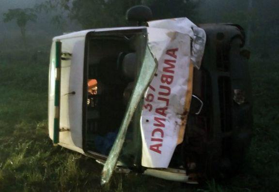 Cuatro heridos graves en colisión entre dos ambulancias y un utilitario