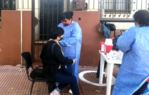 Cronograma semanal de vacunación y testeos en Eldorado