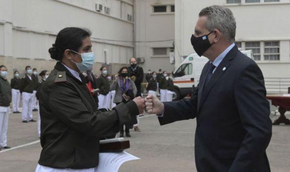 Distinguen a una enfermera del Hospital Militar por su lucha contra la Covid-19