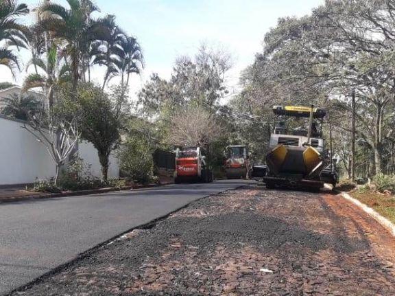 Más asfalto sobre empedrado en Puerto Libertad