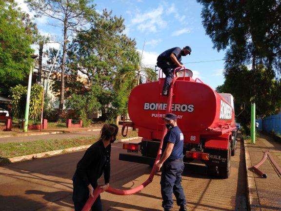 Nuevo operativo de emergencia de distribución de agua potable en los barrios de Iguazú