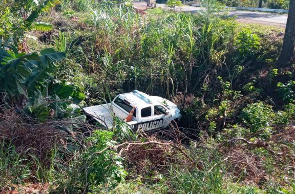Panambí: patrullero sin chofer terminó contra un árbol