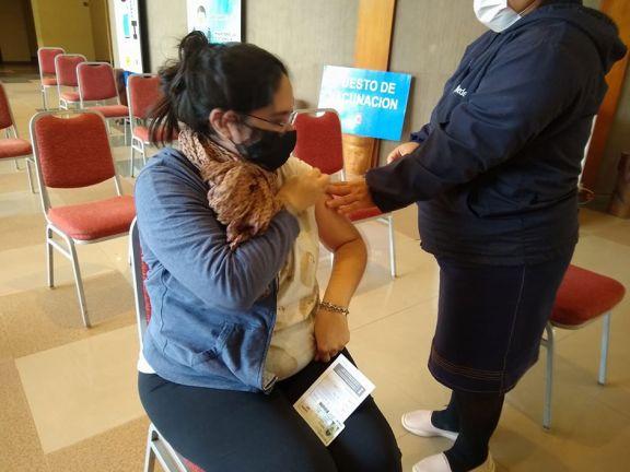 Yanina, la primera embarazada vacunada