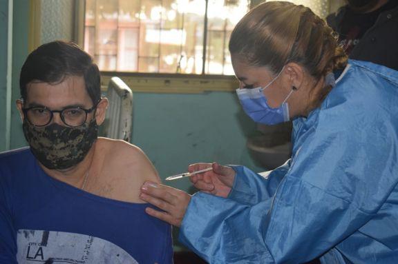 Sigue por la tarde la vacunación anticovid en Jardín América y Santo Pipó