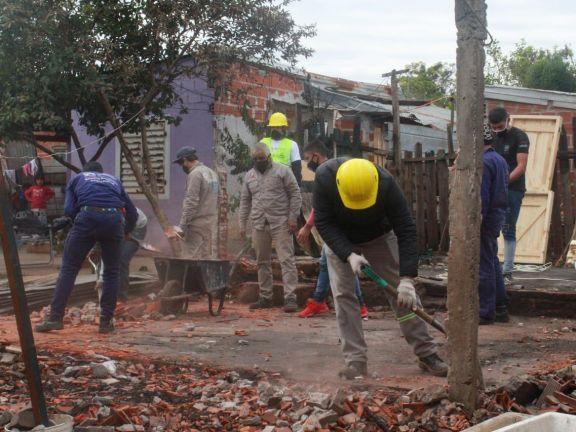 Comenzó la construcción de la casa donde vivirán los hermanos rescatados del incendio