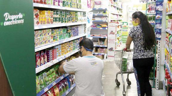 Congelan y retrotraen los precios de 1.430 productos de consumo masivo