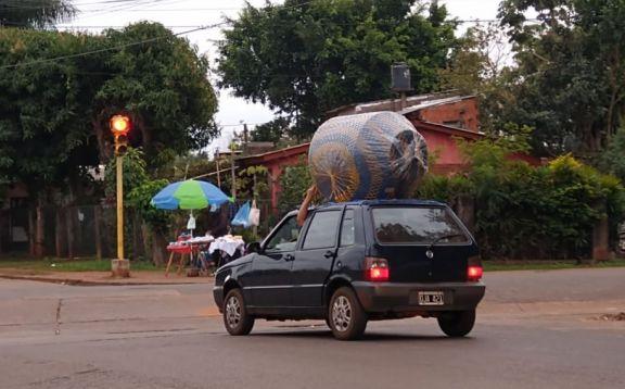 Aumentó la demanda de tanques por la emergencia hídrica en Puerto Iguazú