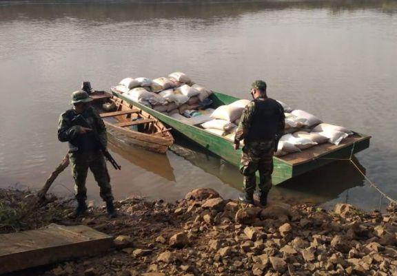 El Soberbio: incautan 11 toneladas de soja que eran transportadas ilegalmente en embarcaciones